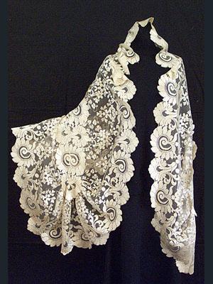 handmade-needle-runtriangular-shape silk lace shawl